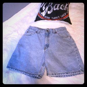 Vintage Levi high rise 950 women's jean shorts